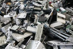 Rifiuti elettronici: più facile e gratis smaltirli grazie alla nuova legge  - AcquistiVerdi.it
